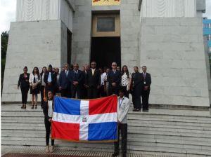 El personal del CNCCMDL realizó una ofrenda ante el Altar de la Patria, con motivo del 11 aniversario de la creación de la institución.