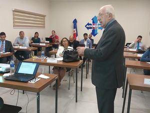 El experto italiano Nicola Minervini, desarrolla un amplio programa de capacitación en el país.