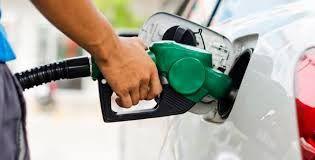 Bajan precios de combustibles.