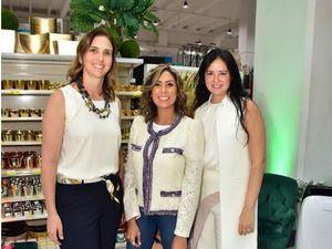 Filomena Robles, Marcelle Namnum , Viviana Cabral.