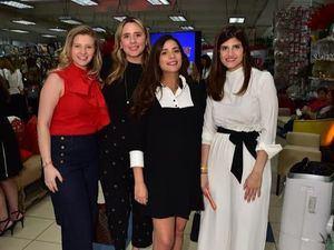 Fernanda Pou De Troncoso, Nicole Bogaert, María de Moya y Elsa González.