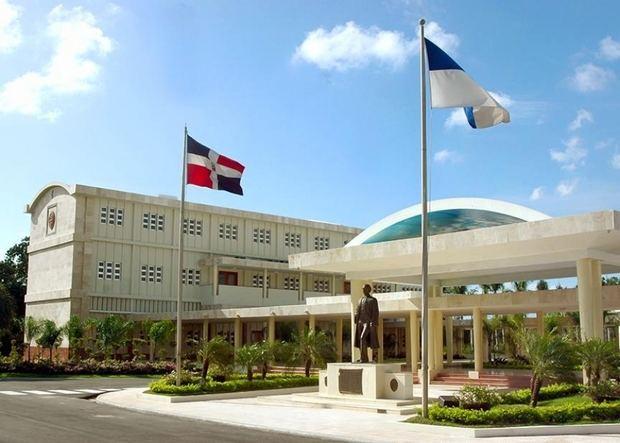 Abinader anuncia una extensión de la UASD y un Palacio de Justicia en SDE