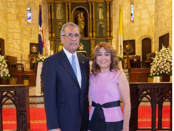 Simón Lizardo Mézquita y Jacqueline Ortiz de Lizardo.