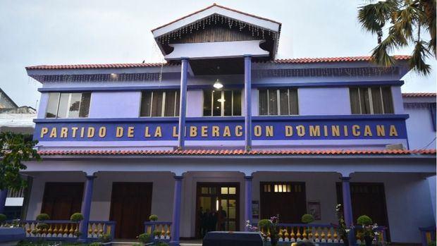 El PLD tapa los huecos dejados por la partida de Leonel Fernández