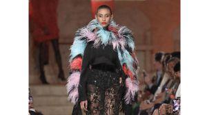 """Naeem Khan presenta modelos de su colección su colección """"Primavera Verano 2020""""."""