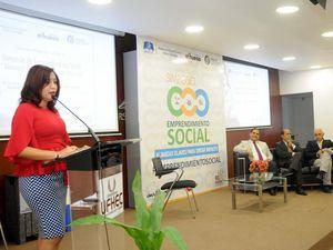 La subdirectora de Emprendimiento del MICM, Vianna Gómez, mientras participa en el Simposio de Emprendimiento Social: Alianzas claves para crear impacto.