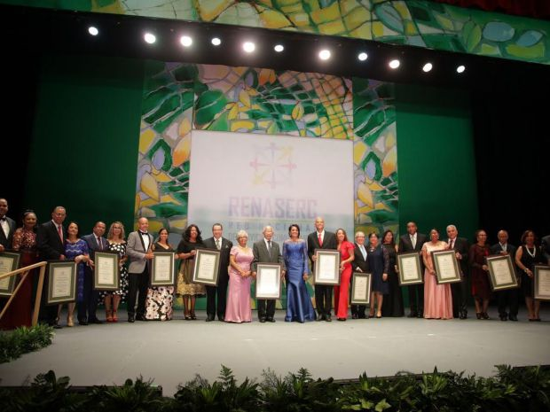 Primera dama celebra Mes de la Familia con reconocimiento a 12 matrimonios ejemplares