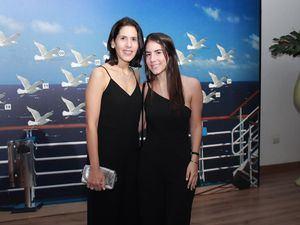 Mónika de Báez y Sophia Báez.