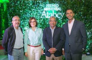 César Rodríguez, Ginny Taulé, Ricardo García y Domingo Contreras.