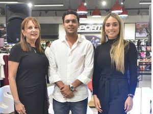 Roxanna Martínez, César Matos y Laura Fatule.