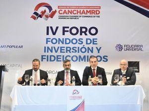 En el segundo panel expusieron Javier Tejada, director general de United Capital Puesto de Bolsa; José Gior Ariza, presidente de Investa Capital Partners; Yamil Isaías, miembro de los consejos de directores de la Bolsa de Valores de la República Dominicana y de la Asociación de Puestos de Bolsa, y Gabriel Tineo, gerente general de BHD Fondos.