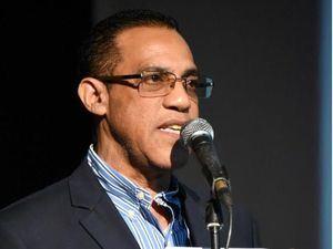 Basilio Nova, director del CCNG, pronuncia unas palabras en el acto.