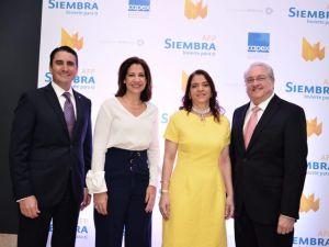 Alvin Martínez, Mercedes Capellán de Lama, Aury Fernández y Miguel Lama.