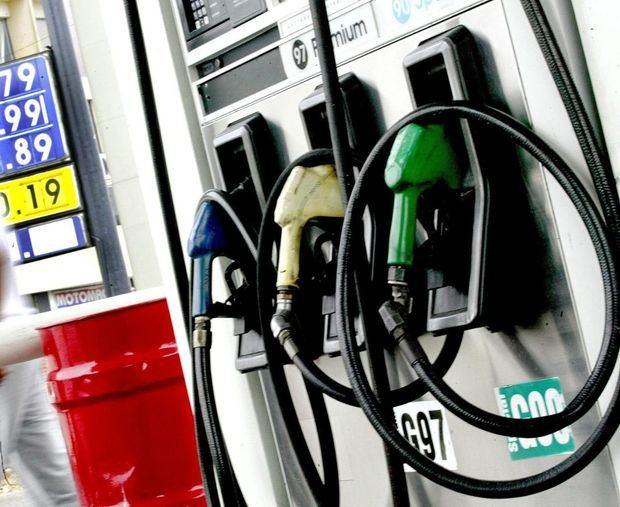 Gobierno baja precios de las gasolinas.