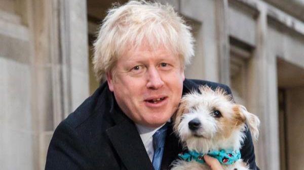 La encuesta, emitida por las cadenas BBC, ITV y Sky al cierre de los colegios electorales, ha otorgado a los 'tories' 368 escaños.