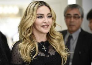 La súper estrella del pop Madonna posa durante un evento promocional.