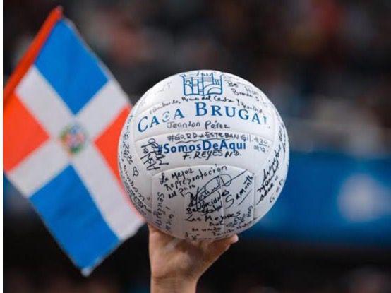 La simbólica pelota pasó por las manos de líderes de opinión y figuras del deporte como Félix Sánchez y Robinson Canó, mientras que influencers compartieron sus mensajes en las redes sociales.