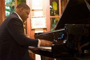 Círculo de Música Ciudad Colonial presentó un concierto íntimo con el pianista Omar Ubrí