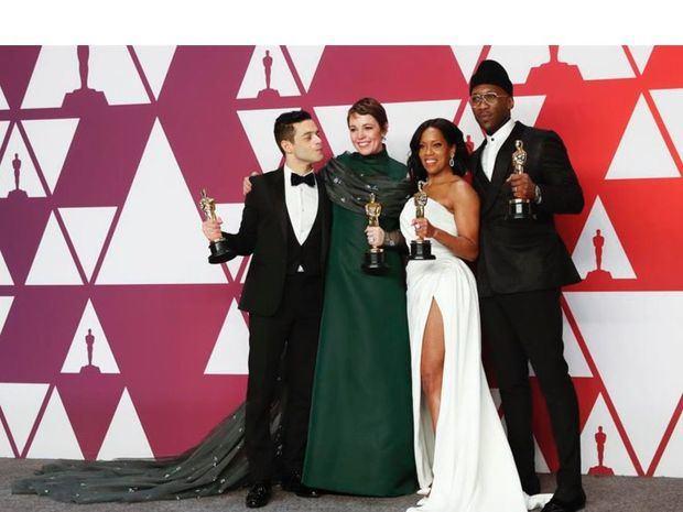 Rami Malek, ganador del premio al mejor actor en un papel principal por 'Bohemian Rhapsody, Olivia Colman, ganador de la mejor actriz por The Favourite, Mahershala Ali, ganador del mejor actor de reparto por Green Book y Regina King, ganadora de la Mejor Actriz de Reparto por 'If Beale Street Could Talk', posa en la sala de prensa durante la 91a ceremonia anual de los Premios de la Academia en el Dolby Theatre de Hollywood, California, EE. UU., 24 de febrero de 2019. Se presentan los Oscar por sus esfuerzos individuales o colectivos sobresalientes en 24 categorías de cine.