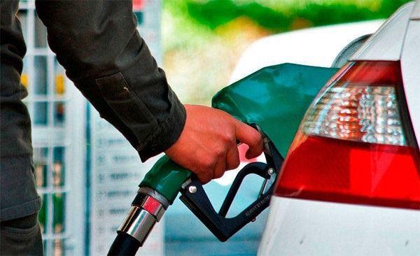 Bajan precios de las gasolinas