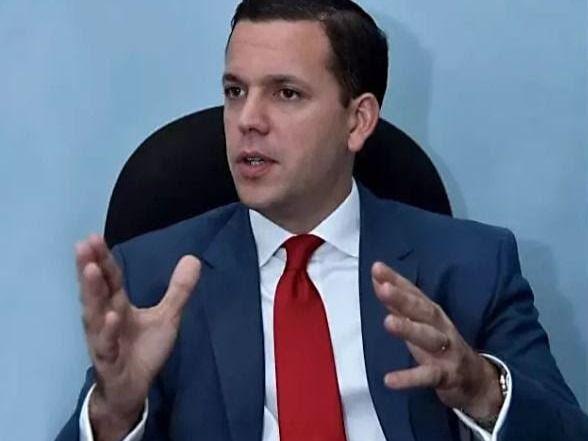 Hugo Beras anuncia renuncia irrevocable a candidatura y militancia del PRD y Moda