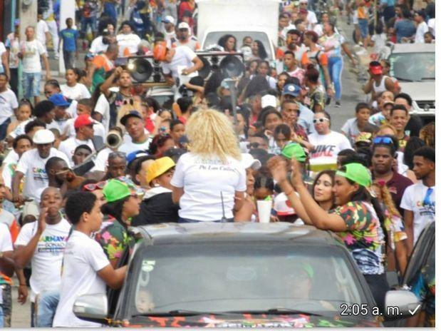 La alegría carnavalesca se sintió en Bonao.