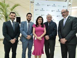 Desde la izquierda, Roberto Jiménez, Raul Ovalle, Rebeca Meléndez, Manuel González y Juan José Perelló.