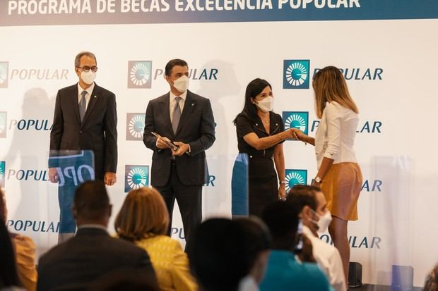 De izquierda a derecha, los señores José Mármol, Christopher Paniagua, Mariel Bera y Mariguenys Galán.