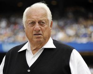 En la imagen, el legendario expiloto de los Dodgers de Los Angeles Tommy Lasorda.