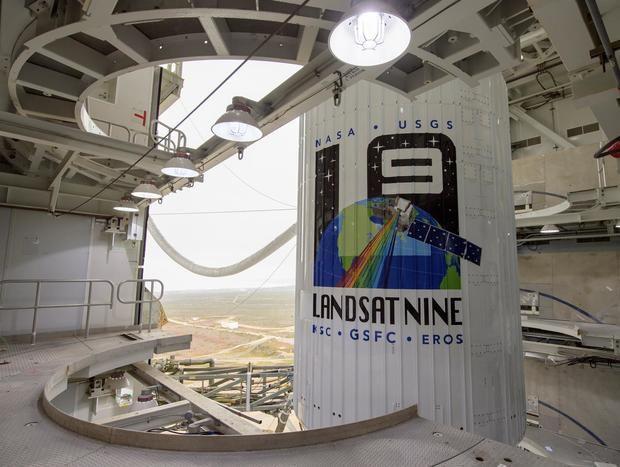Fotografía cedida por la NASA que muestra un cohete Atlas V el nuevo satélite del programa Landsat en la Base de la Fuerza Espacial Vandenberg (California), este 26 de septiembre de 2021.
