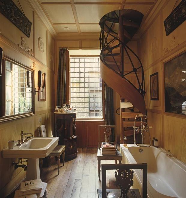"""'Interiors', que descubre la obra de 'grandes"""" del interiorismo y espacios sorprendentes como el baño de Karl Lagerfeld."""