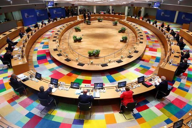 Vista general de los líderes de la Unión Europea participando en la cumbre de la UE en el edificio del Consejo Europeo en Bruselas, Bélgica.
