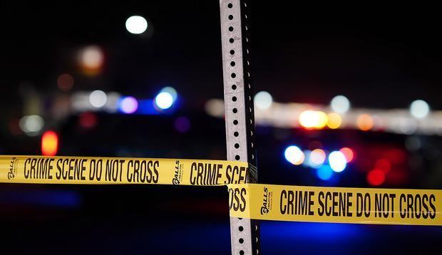 Al menos tres personas fallecieron y otras tres resultaron heridas en un tiroteo en la madrugada de este domingo afuera de un bar en Des Moines, en el estado de Washington, oeste de EE.UU.