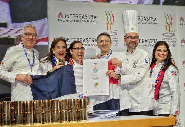 Ana Lebrón posa con la medalla de Oro que conquistó en las Olimpiadas IKA Gastronómicas, en Alemania.Uno de los platos de la chef dominicana Ana Lebrón premiados con medalla de Oro en las Olimpiadas IKA Gastronómicas, en Alemania.