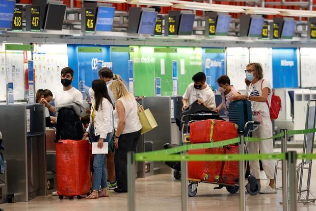 El tráfico de pasajeros cayó un 77 % en los aeropuertos europeos en el primer semestre