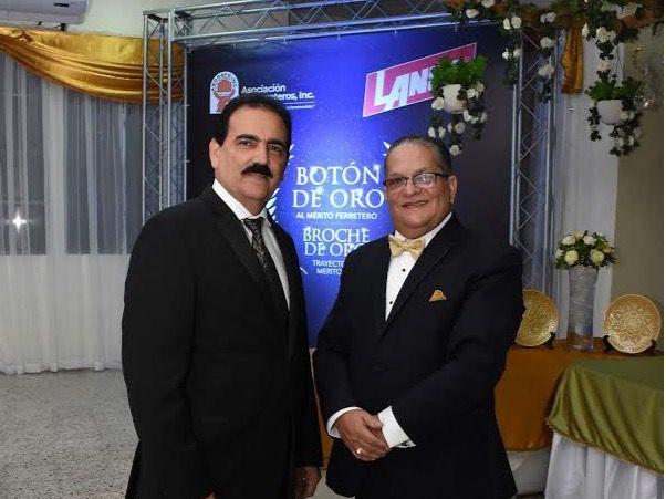 ASODEFE entrega Botón de Oro al Mérito a Luis O. Mejía