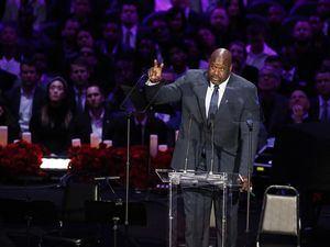 Shaquille O'Neal, ex jugador de la NBA y ex compañero de equipo de Kobe Bryant, habla sobre Kobe y su familia en la NBA Los Angeles Lakers Kobe Bryant y su hija, el servicio conmemorativo de Gianna 'Una celebración de la vida: Kobe y Gianna Bryant' en el Staple Center en Los Ángeles, California, Estados Unidos.