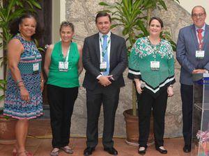 En el centro, la presidenta en RD del Colegio Americano de Ginecólogos Obstetras, Elisa Fernández de Scheker, junto Milcíades Albert y Agustín Díaz, miembros del comité coordinador del congreso.