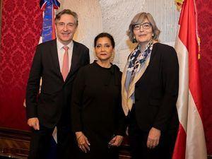 Embajadora Lourdes Victoria-Kruse junto al Embajador Enno  Drofenik, Jefe de Protocolo y Embajadora Elisabeth Kehrer, directora del Departamento para América, ambos del Ministerio para Europa y Asuntos Internacionales de Austria.