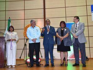 Recocimiento a Domingo Contreras creador del Centro de Innovación Atabey.