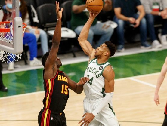 Milwaukee toma ventaja sobre Atlanta en Final del Este
