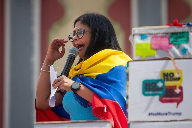 Delcy Rodríguez acusa a la derecha española de doble moral por apoyo a Guaidó