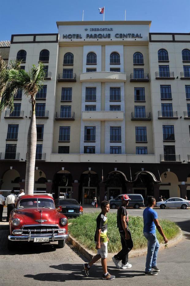 El grupo turístico español Iberostar ha informado que ha realizado una actualización completa de los servicios que ofrece en cada uno de sus resorts a nivel mundial. En la imagen un registro de archivo del frontispicio del Hotel Parque Central, operado por Iberostar, en La Habana, Cuba.