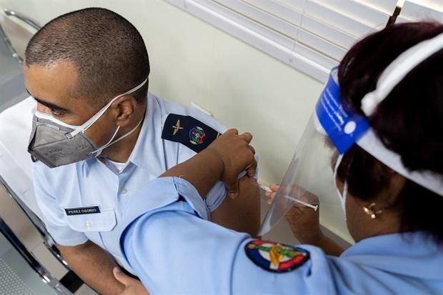 R.Dominicana vacunó 161,827 personas contra la covid-19 en primeros 15 días