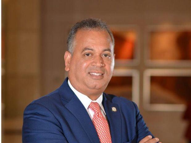 Diputado de ultramar del PRD pasa a respaldar aspiraciones de Abinader