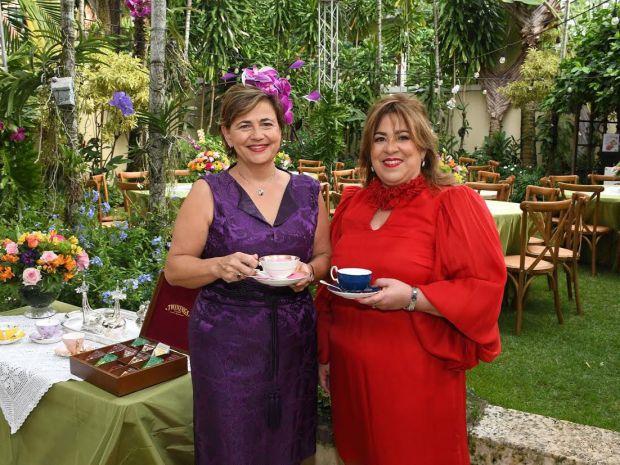 Sharon Campbell y Jacqueline Herrera de Álvarez.