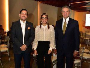 Héctor Alvarez, Margaret Guzmán y Ricardo Rizek.