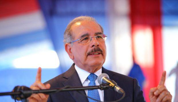 El presidente Danilo Medina saldrá este viernes, a las nueve de la mañana, desde la Base Aérea de San Isidro hacia a Florida, Estados Unidos, en atención a una invitación del presidente de esa nación, Donald Trump.