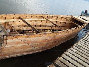 Embarcación de fabricación clandestina detenida.