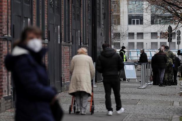 Alemania inicia, entre el temor y las dudas, un confinamiento más estricto